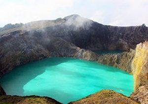 danau kalimutu_NTT